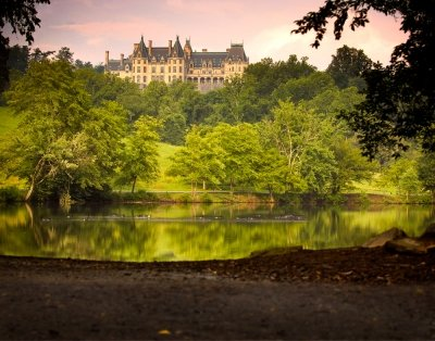picture of Biltmore House from far away