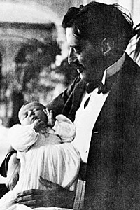 George Vanderbilt and baby Cornelia, 1900