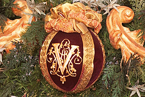 Christmas ornament with the Vanderbilt emblem