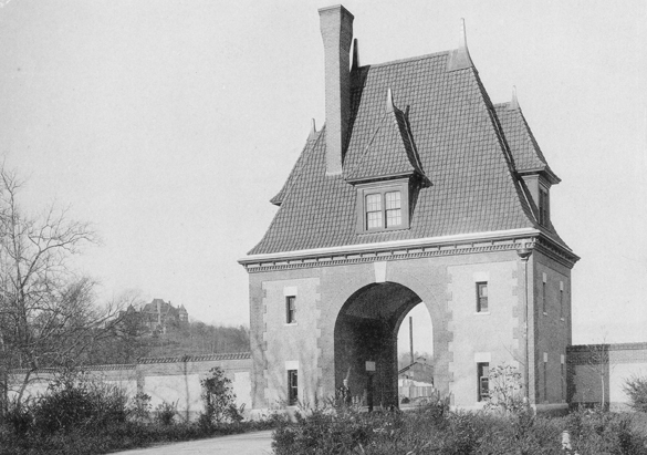 Photograph of the Lodge Gate from George Vanderbilt's collection, ca. 1900