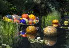Dale Chihuly, <i>Float Boat</i>, 2014, 3 x 10 x 5', Denver Botanic Gardens, © Chihuly Studio