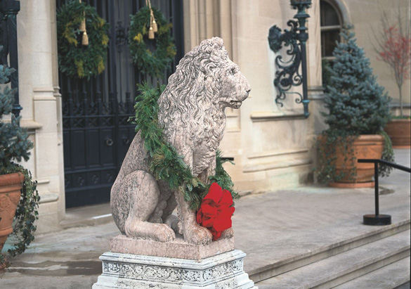 Lion statue with wreath
