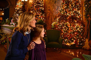Mother and daughter visit Biltmore during Christmas