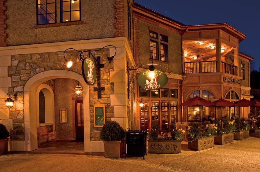 Cedrics Tavern Biltmore : cedrics20100331151 cedricsoutdoorseatingnight850x563large from www.biltmore.com size 850 x 563 jpeg 87kB