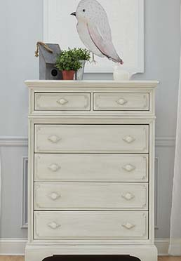 Amherst 6 Drawer Chest in Antique White