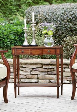 Chateaux Chairside Table